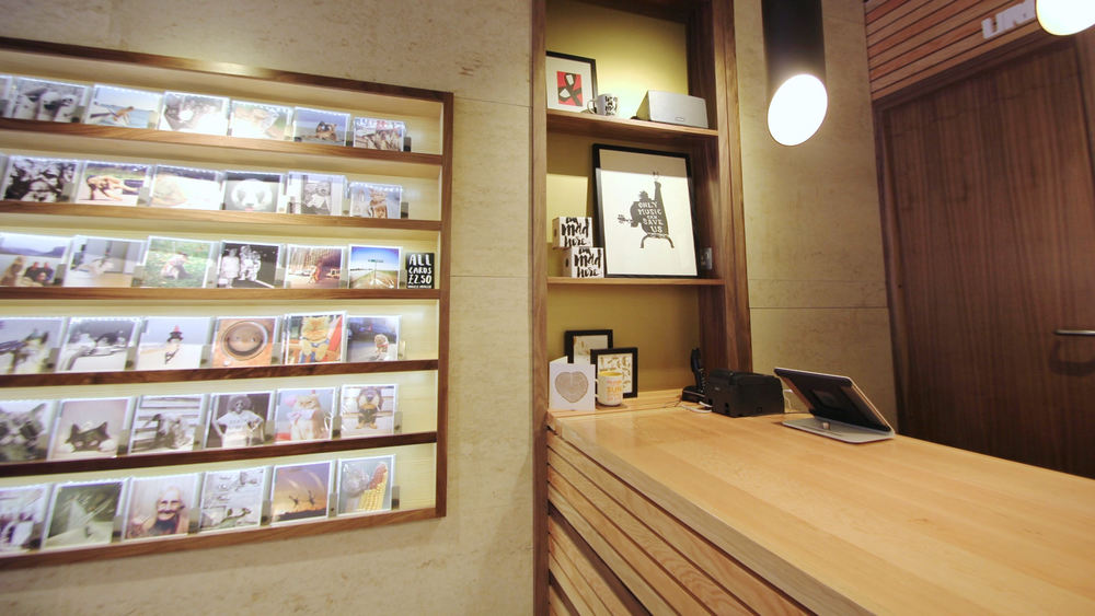Card_shop_interior_design_2