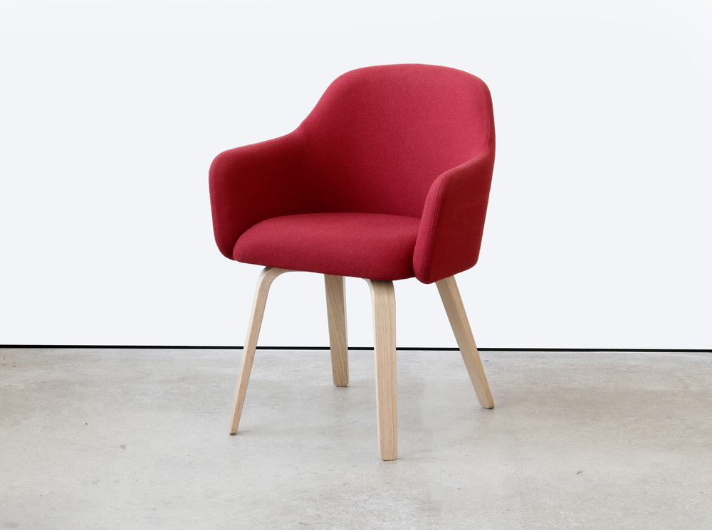 MT CLUB CHAIR with PLY LEGS