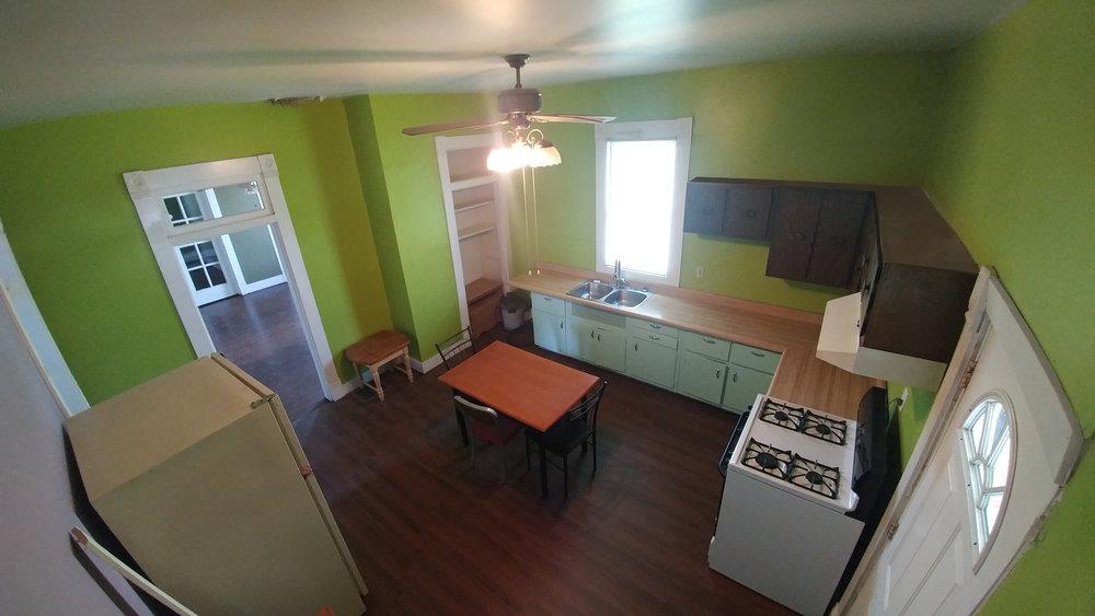 1b Kitchen20180630_135041.jpg