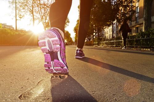 ¡Solo se necesitan 30 minutos de actividad todos los días! No es un secreto, camina con amigos o con su familia.