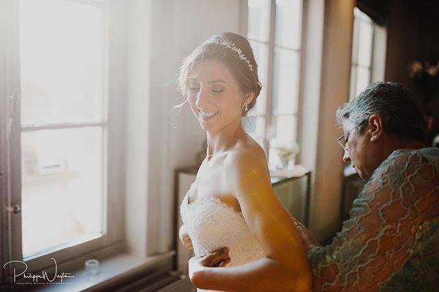 Preparing for the most beautiful day of her life! 😊 #bride #openingsdans #fireworks #huwelijk #verloofd #huwelijksfotograaf #weddingphotographer #weddingphotography #destinationwedding #destinationweddingphotographer #couple #weddingdress #weddingring #sayyes #bruidsmagazine #weddingring #kiss #happiness #love #happywedding #weddingrings #white #bruid #bride #broom #huwelijksreportage