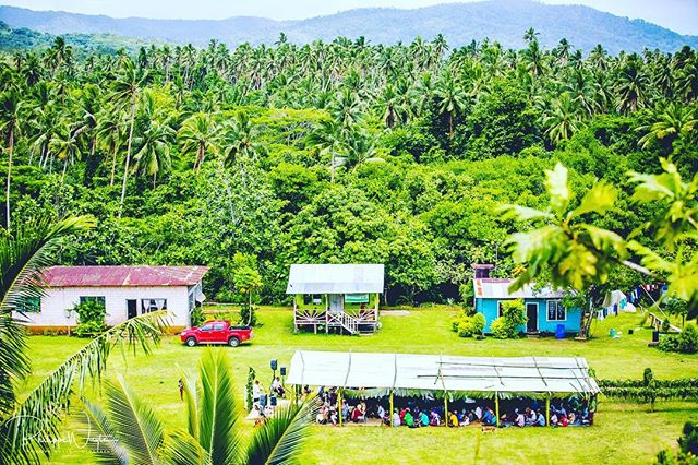 What a stunning view this was!! Shooting this fiji-wedding was an amazing experience thx to @kamacatcme !! #fijiwedding #fijiweddings #fiji #destinationwedding #destinationweddingphotographers #destinationweddingphotography #elopment #trouweninhetbuitenland #weddingphotography #weddingphotographer #weddingceremony #palmtrees #tropicalisland #mywed #instawedding #instawed #huwelijksfotograaf #huwelijksfotografie #wedaward #thedailywedding #realweddings #imgettingmarried #fearlessphotographers
