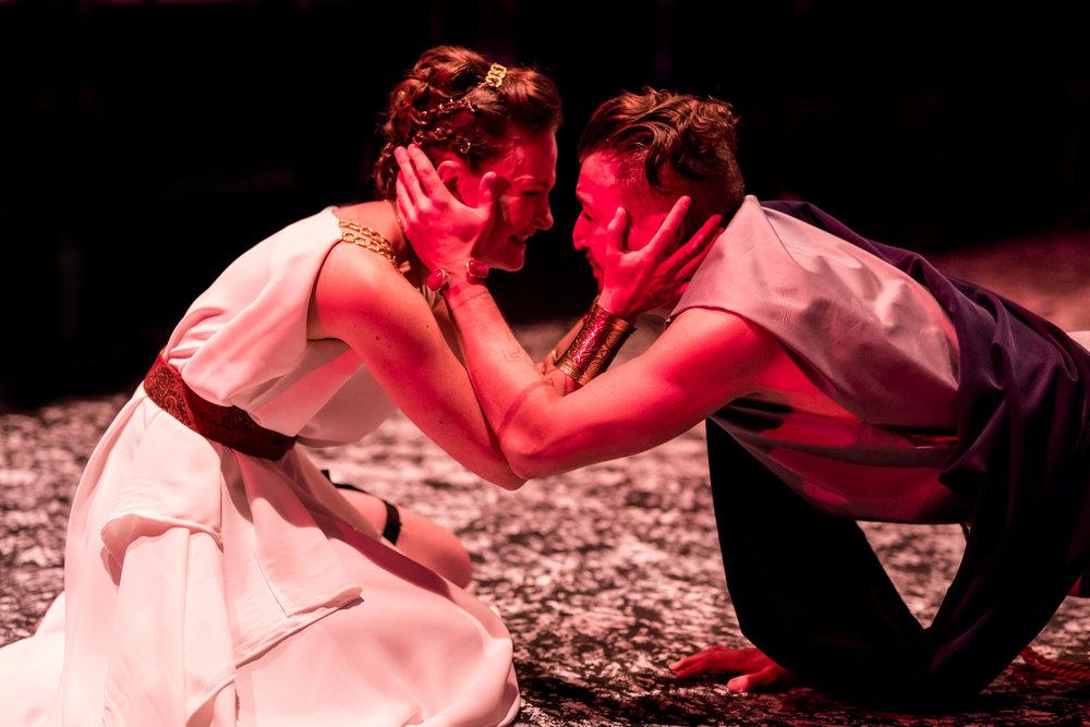 Leah Gabriel (Medea), Tristan Colton (Jason)