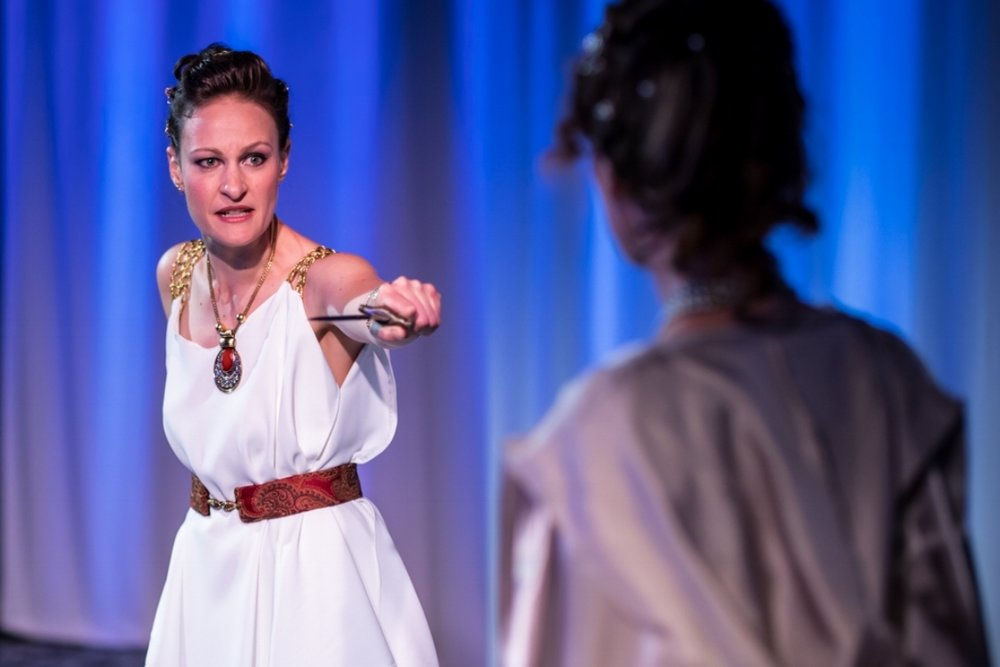 Leah Gabriel (Medea), Lindsay Nance (Glauce)
