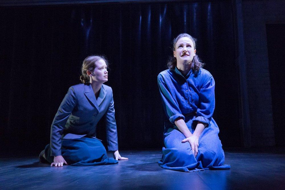 Hannah Wolff (Elizabeth) and Leah Gabriel (Justine)