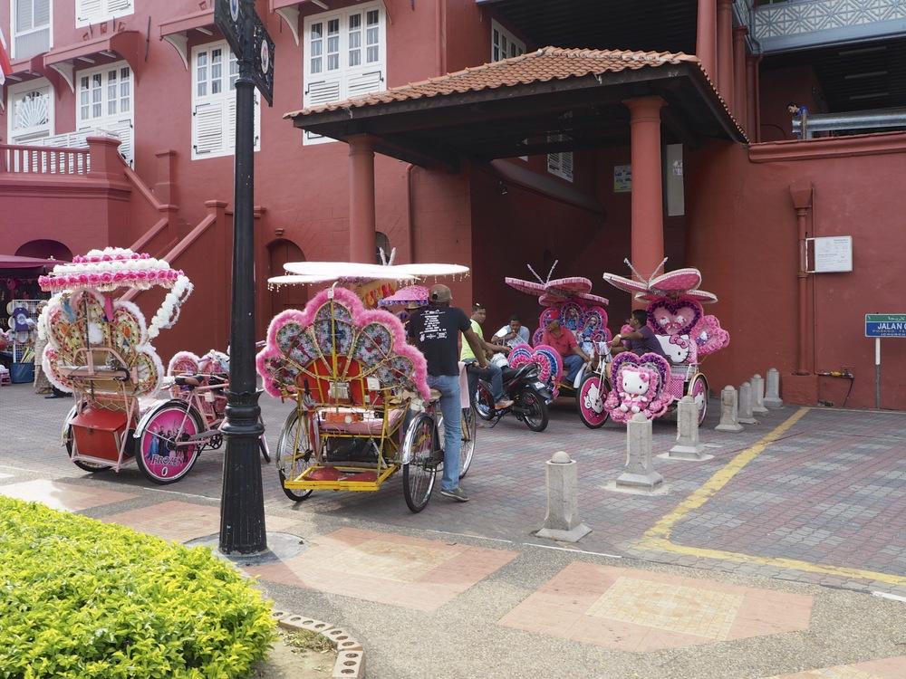 Trishaws muy coloridos