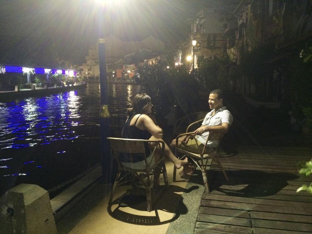 Buenos ratos con una cerveza a la orilla del río