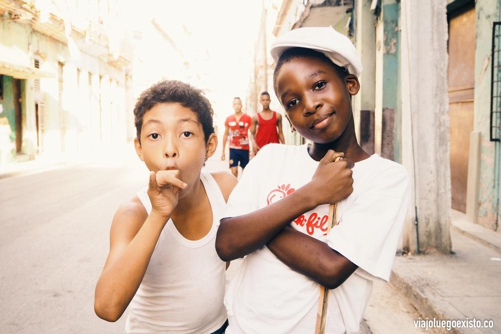 Niños en la calle Concordia, Centro Habana.
