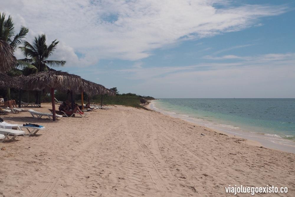 Playa Ancón, a menos de una hora de Trinidad.