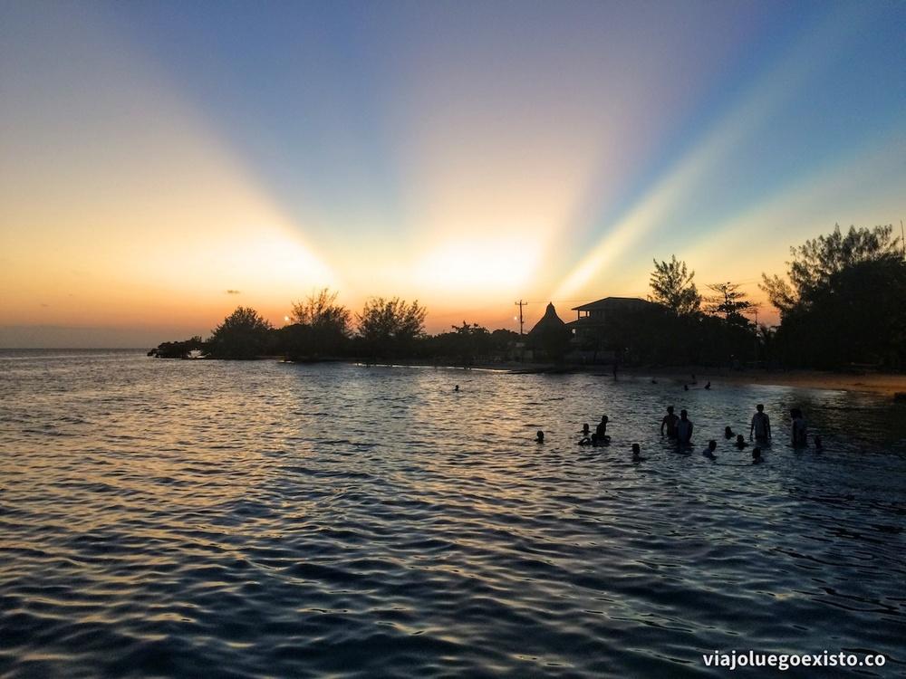 utila_sunset.jpg