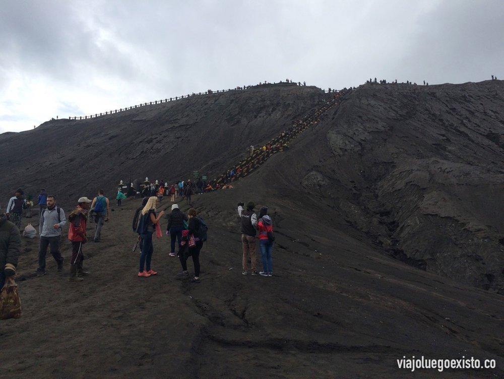 Justo antes de subir las escaleras del cráter