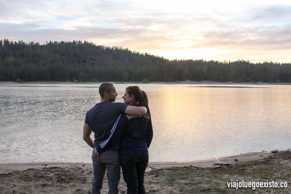 Disfrutando de la puesta de sol en Bass Lake