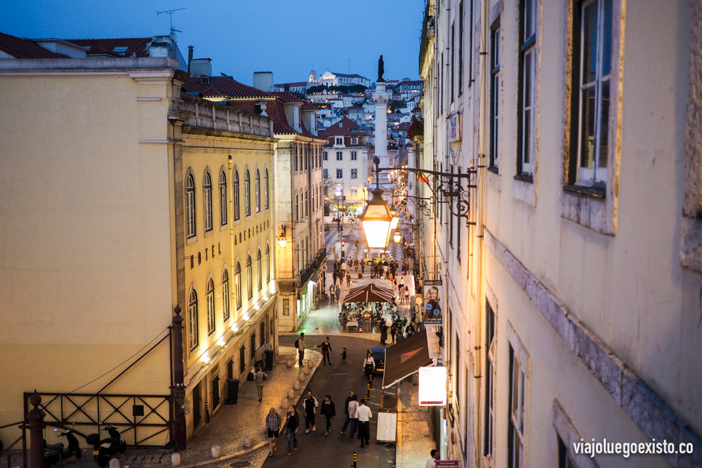 Paseando por el barrio de Baixa por la noche.
