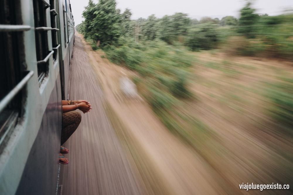 Trayecto de tren en la India. Ejemplo de cómo captar el movimiento: f/4,5 - 1/6s - ISO 800 - 23mm