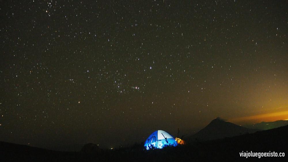 """Acampada en el volcán El Hoyo, Nicaragua. Ejemplo de fotografía de estrellas: f/3,5 - 60"""" - ISO 1600 - 14mm"""