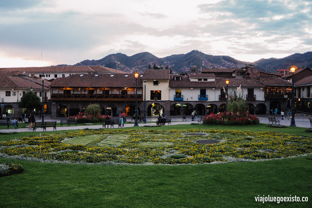 Los bonitos jardines y construcciones de la Plaza de Armas