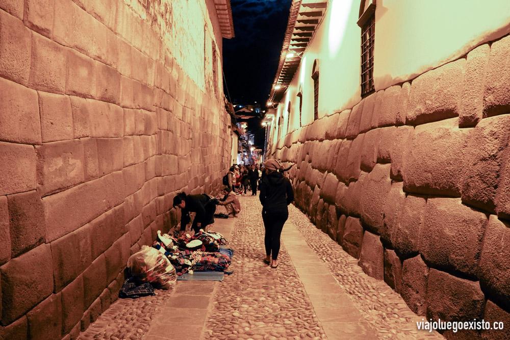 En esta calle encontrarás la famosa piedra de los 12 ángulos.