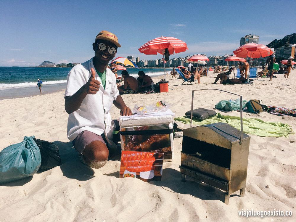Asando queso al momento, en Copacabana