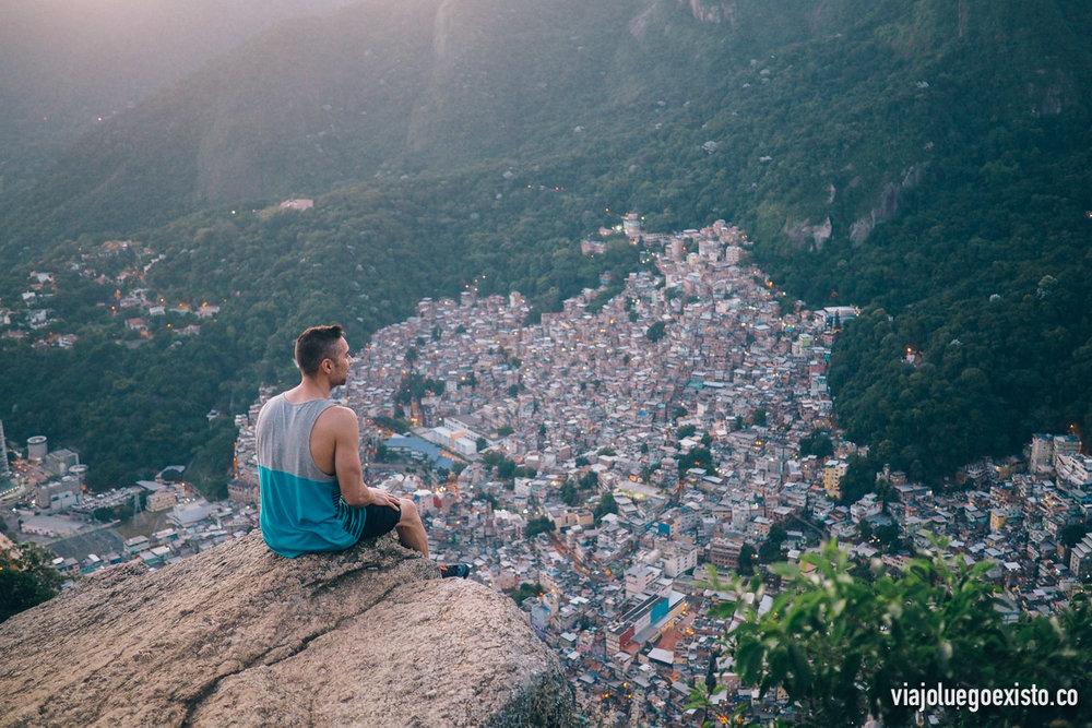Vistas de la favela Rocinha, durante el ascenso a Morro Dois Irmãos