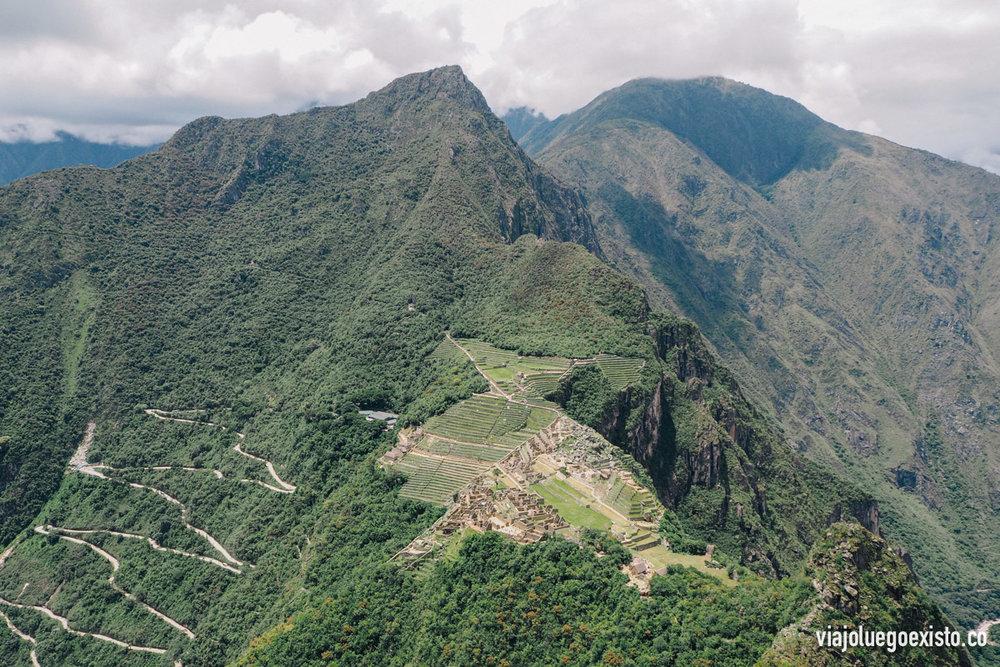 Vistas de Machu Picchu desde la cima del Wayna Picchu, increíble las construcciones entre montañas