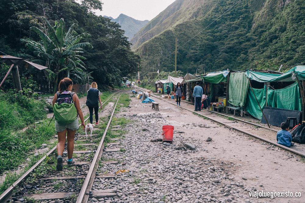 Esta foto es del día que volvimos, cerca de la hidroeléctrica hay puestos de gente que vende comida