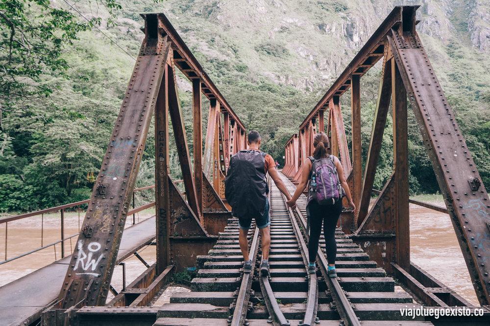 Este puente es muy fotogénico, aunque hay que pasar por la pasarela que está a los lados de las vías