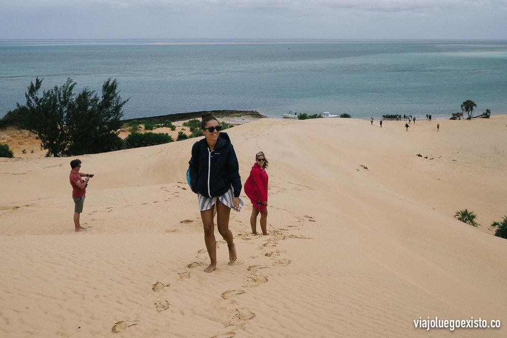 Subiendo las dunas de Bazaruto para poder admirar el otro lado de la isla