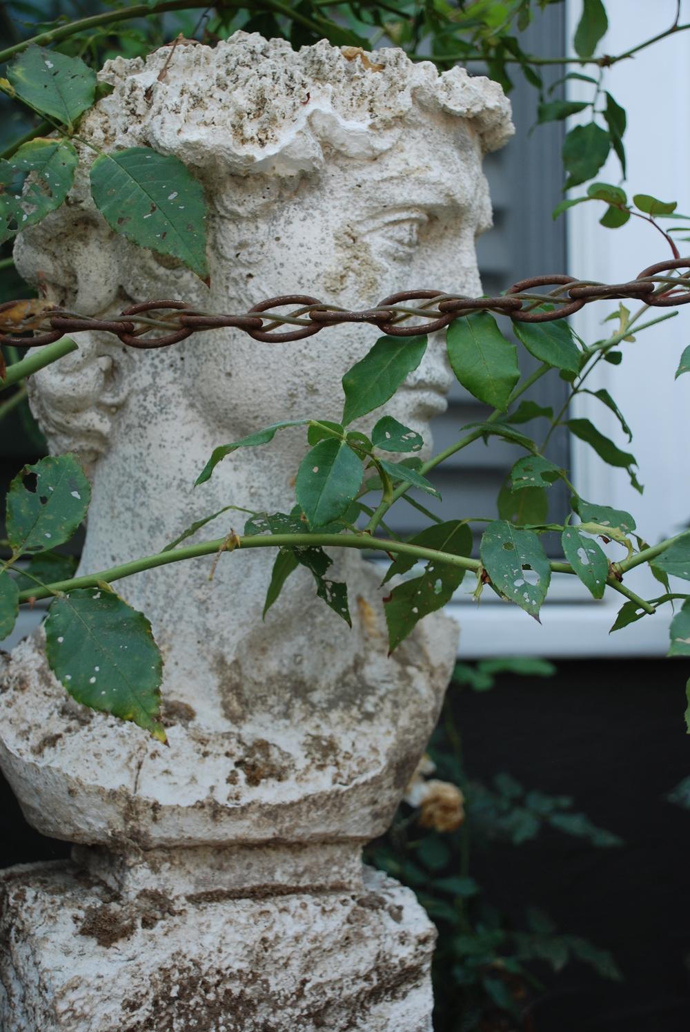 Hidden statuary