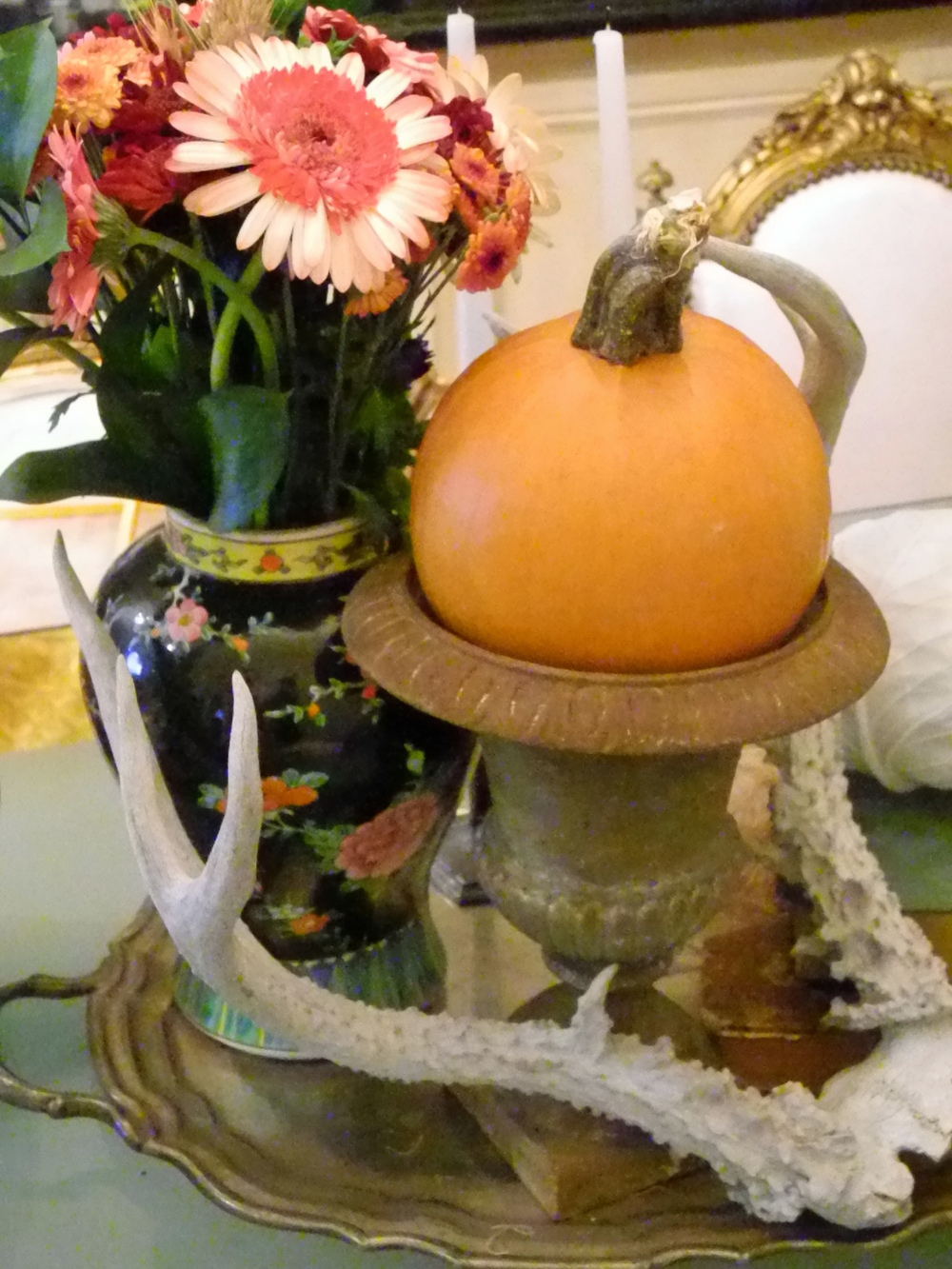 Pumpkins in an urn, yes please!