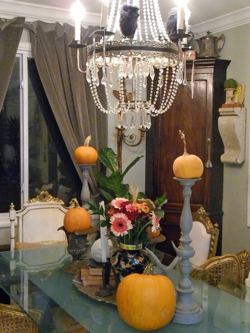 Tabletop pumpkins and antlers.