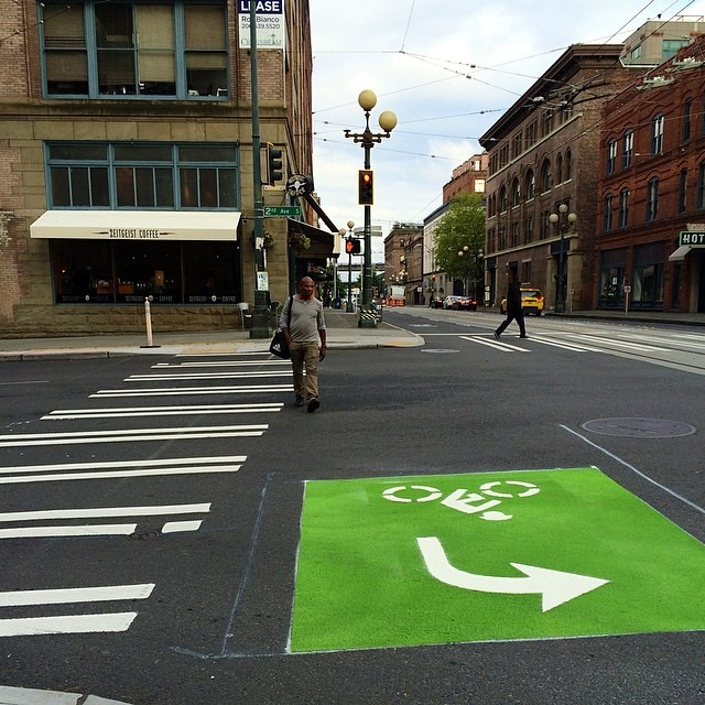 I really appreciate the effort #Seattle but… Huh? (4-way traffic)  #cycling