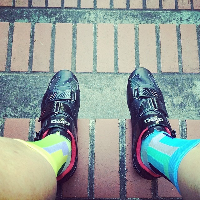 To all you folks that thought I was on the #bumblebus with my sock selection - @theathletic designed these as interchangeable mimicking the LAX carpet.  With that said, I sitting on the stoop locked out. #cycling #sockgame #latchkeyreject