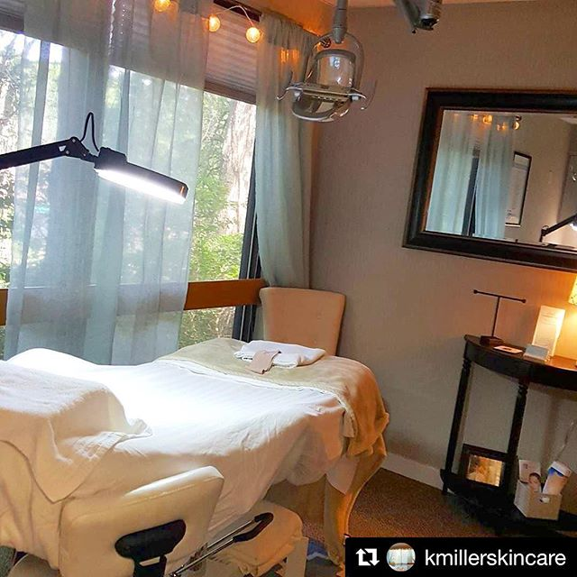 💆🏻 Treat your yourself to a relaxing skincare treatment with @kmillerskincare....Rejuvenate your skin and de-stress your mind! #upsideofpensacola #downtownpensacola #pensacolabeach #pensacolalife #pensacolasalon #skincare #beautytreatments #skinimprovement #rejuvenate #naturalhealing #relax #gulfcoastbusiness #flawless #instagood #instadaily #pensacolaflorida @voyagegulfcoast @nwfdailynews