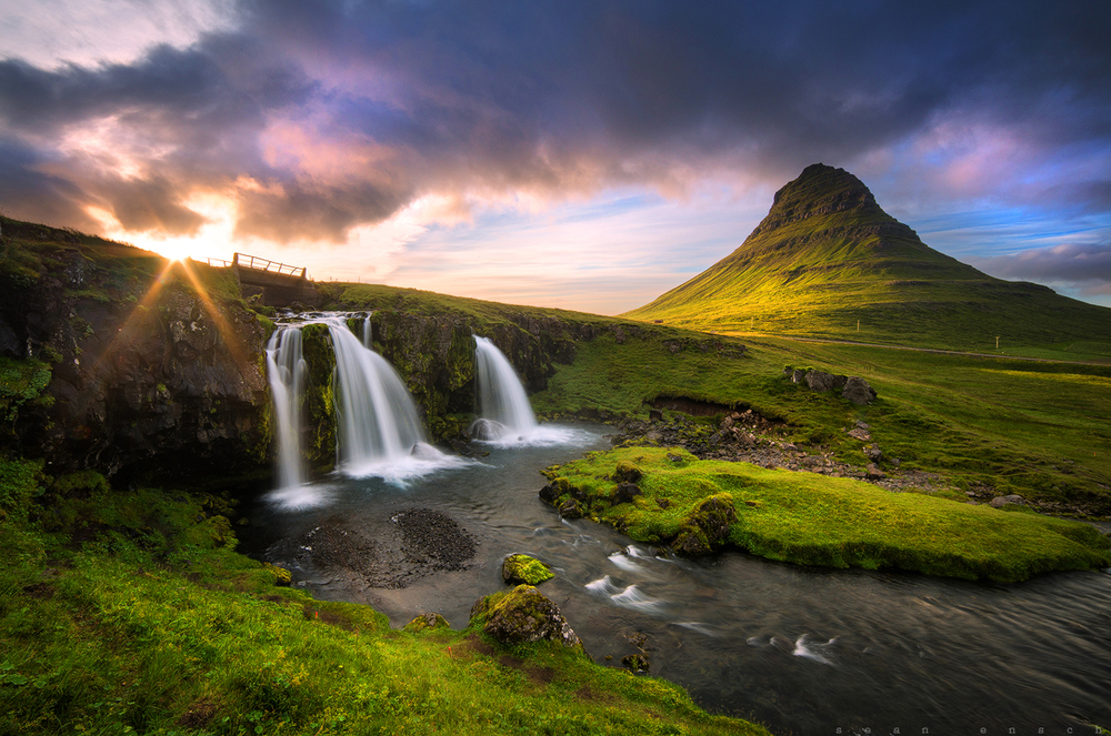 Kirkjufellsfoss is a waterfall that channels themelt water of the Snæfellsjökull glacier.