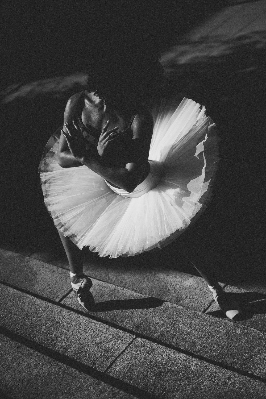 RoxannePaulse-BlacknWhite.jpg
