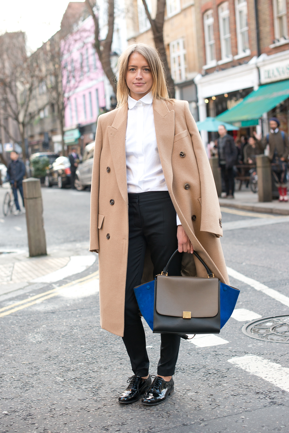 chicest-duos-classic-camel-coat-colorblocked-Céline.jpg