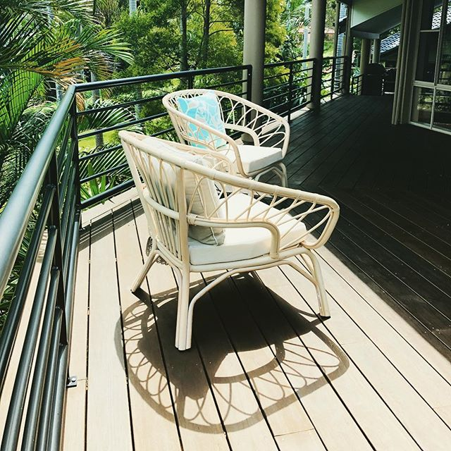 Relaxed living in Fig Tree Pocket today... #simplify #propertystyling #outdoordecor #wicker #relaxedliving #riverviews #homestaging #onthemarket #queenslandstyle - Photo: @josiebowers_stylist