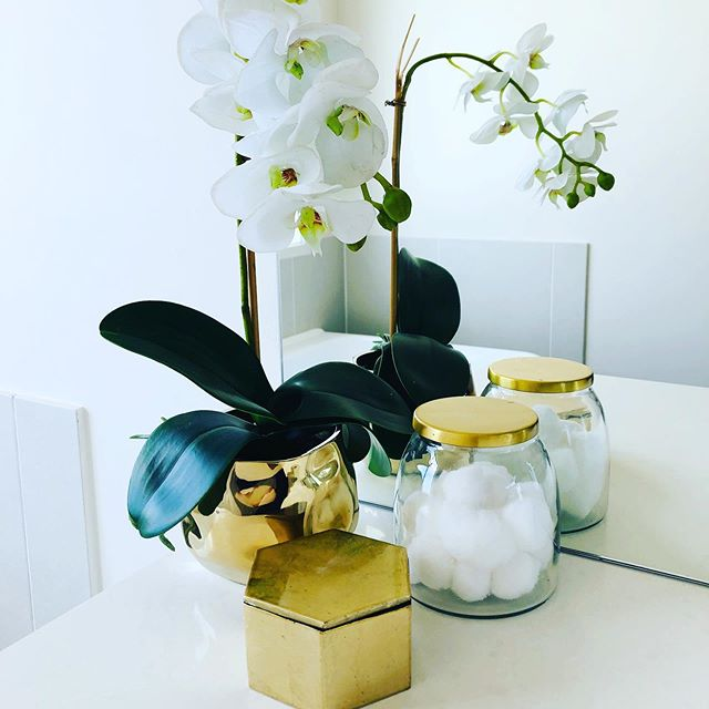White orchids always add a touch of elegance in the bathroom... #simplify #propertystyling #orchids #bathroomdecor #touchofclass #elegance #homestaging