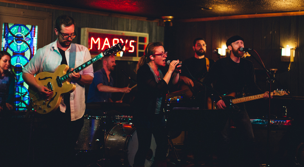 Starlite Radio performing live at Mary's Place in downtown Rockford, IL (May 6, 2016). L to R: Rebecca Aupperle, Jordan McDonald, David McDonald, Jessica McDonald, Steve Aupperle, and Nathan McDonald. Photo by Catalyst Design & Photography.