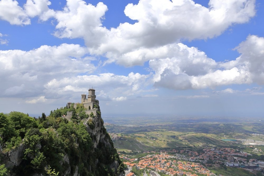 Spring time!    Rep. of San Marino. 21 May 2015. 1/320 s, f/11, +2/3 EV, ISO 100, 28 mm, EOS 6D + EF 28-300 L