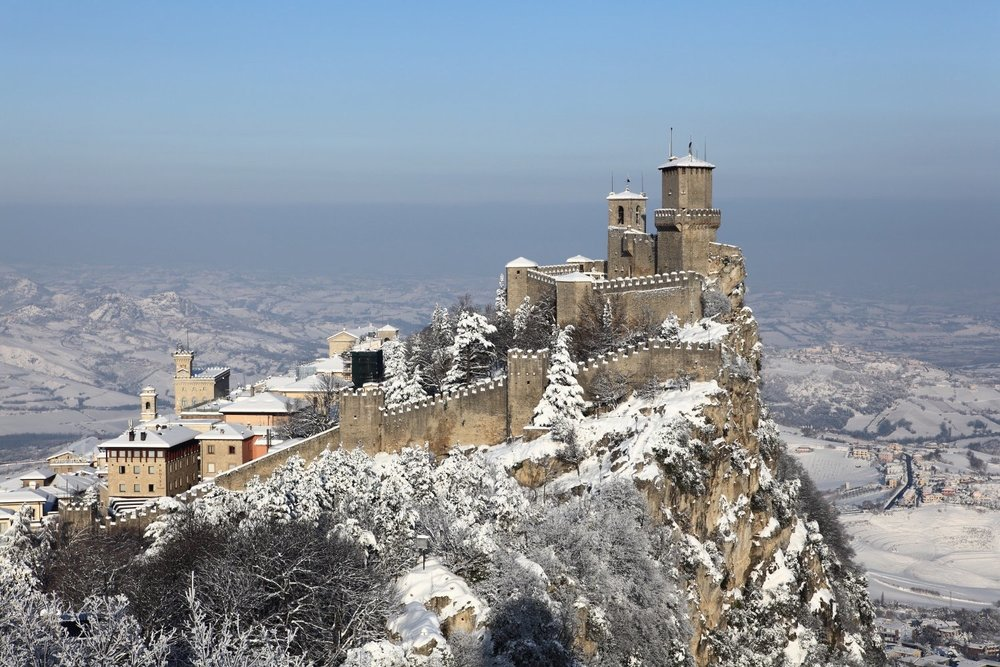 Heavy snow in San Marino.    The mount of Republic of San Marino over the seaside during the winter season! 30 December 2008. 1/320 s, f/10, ISO 100, 70 mm, EOS 5D Mark II + EF 24-70 L