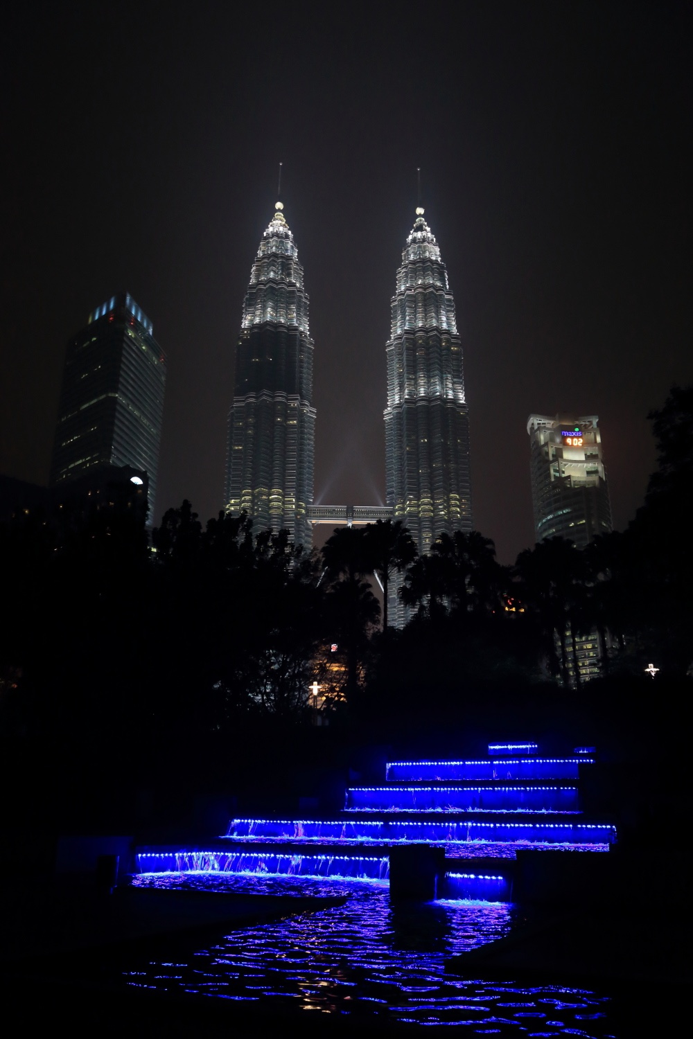 Petronas Towers.    Kuala Lumpur, Malaysia. 03 March 2014. 1/30 s, f/7.1, -1 2/3 EV, ISO 4000, 28 mm, EOS 6D + EF 28-300L