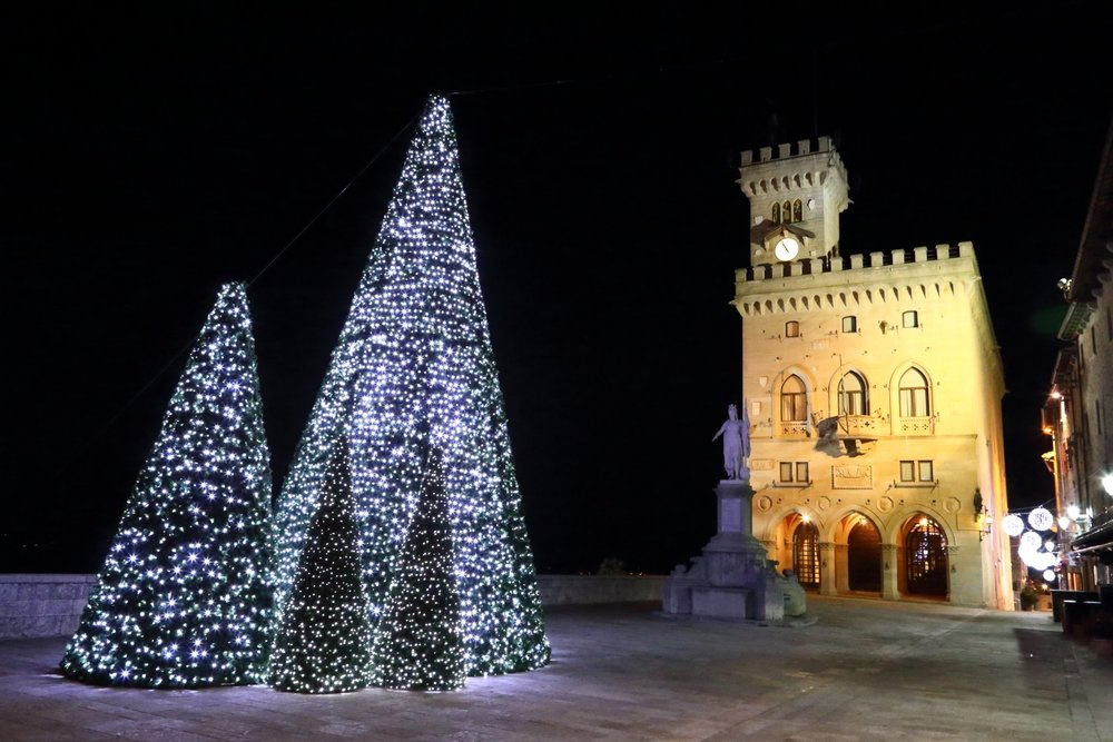 San Marino in Christmas time! Christmas in Republic of San Marino! Government Palace & Lights! 24 December 2012. 1/20 s, f/9, ISO 12800, 28 mm, EOS 6D + EF 28-300L
