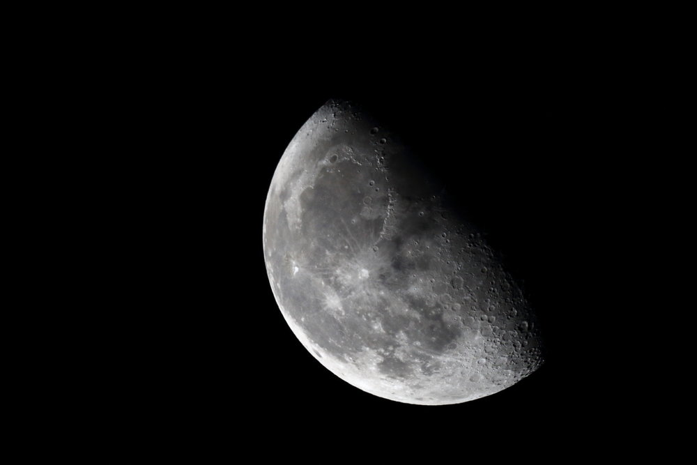 Waning moon in November!    4:43 GMT - single shot at 1/800 s - ISO 800 - @ 1920 mm - EOS 1200D + Dobson SkyWatcher 250/1200 f/5 - Mac OS + Canon DPP 4 - 5184x3456 px. Domagnano, Rep. of San Marino, 02 November 2015.