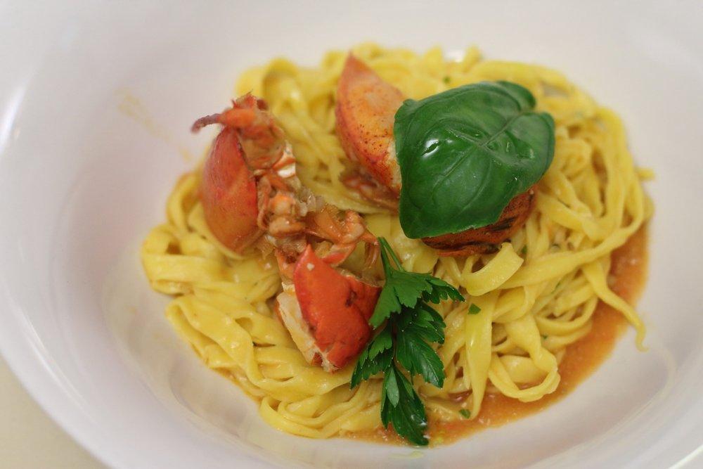 Tagliolini & crab!    Italian cuisine! Rimini, Italy. 10 April 2016. 1/125 s, f/2.8, ISO 1600, EOS 1200D + EF 50mm f/1.4