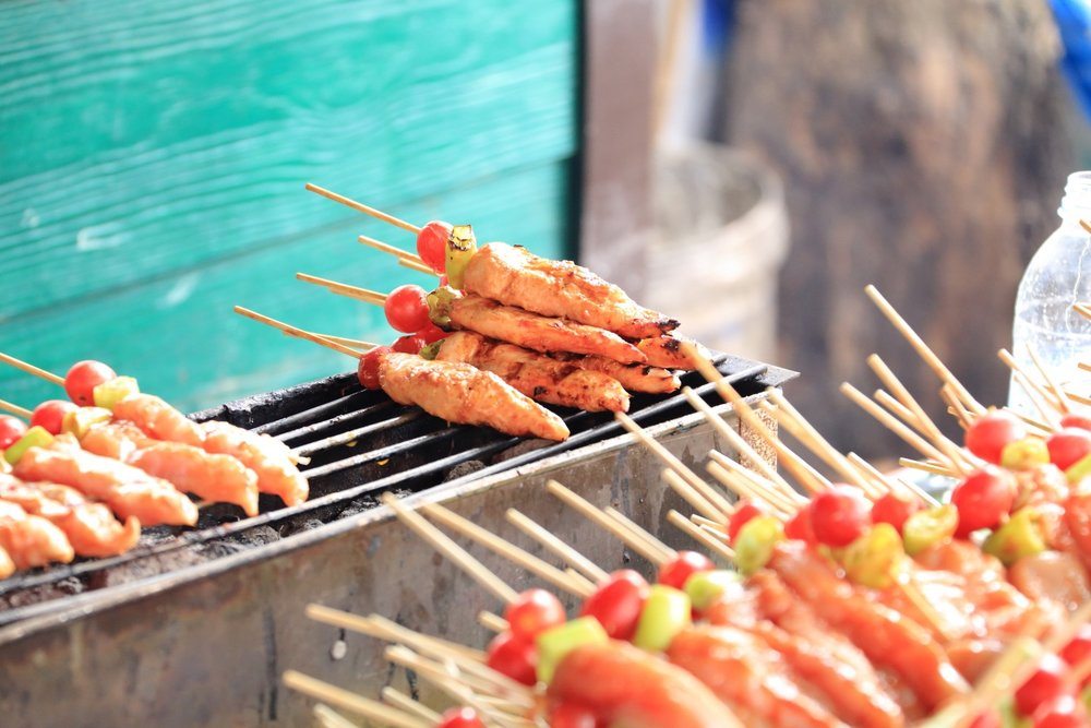 Chicken skewers! Bangkok floating market, Thailand. 27 October 2013. 1/30 s, f/7.1, +1 EV, ISO 3200, 150 mm, EOS 6D + EF 28-300 L