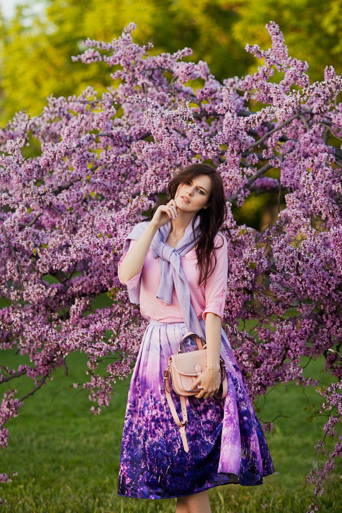 viktoriya sener fashion blogger from istanbul wearing chicwish lavender midi skirt pink blouse missguided floral sandals river island pink bag street style (5).jpg