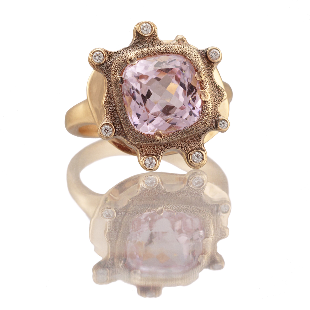 Petals. 4.39ct. Morganite, 18K yellow gold and white diamond ring.jpg