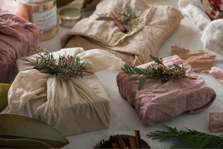 10 Ways to Reduce Waste This Holiday Season - Gift Wrap Alternatives