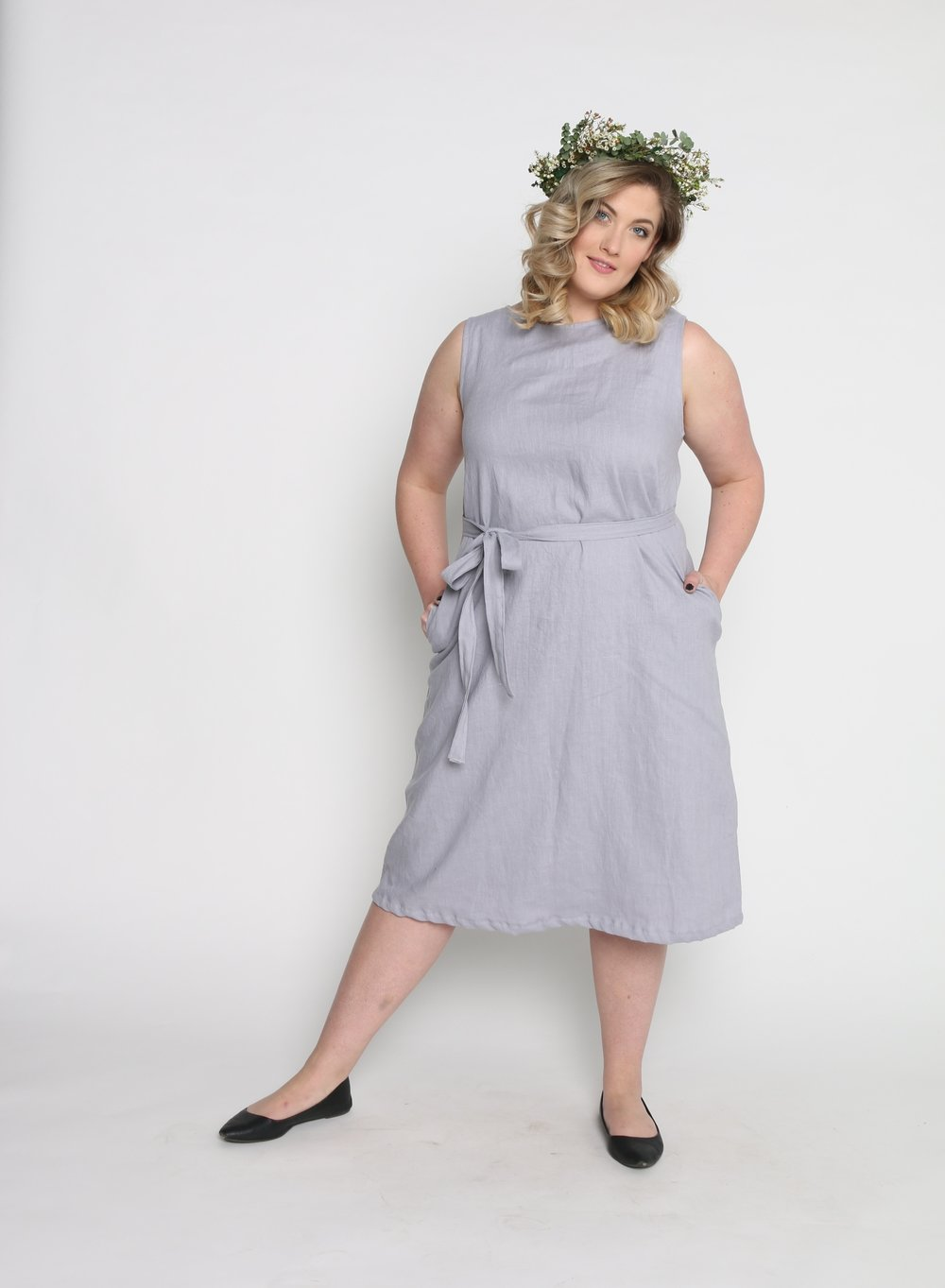 Emily is wearing size XL in Thistle.
